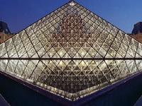 巡礼:卢浮宫的玻璃金字塔
