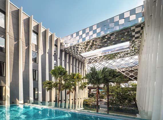 曼谷市中心酒店:拉开帷幔,宾客盈门