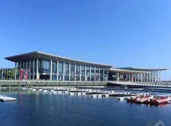 仅6个月完成的上合组织青岛峰会主会场