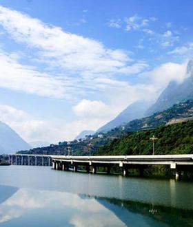 盘点世界上最惊艳的水上公路!